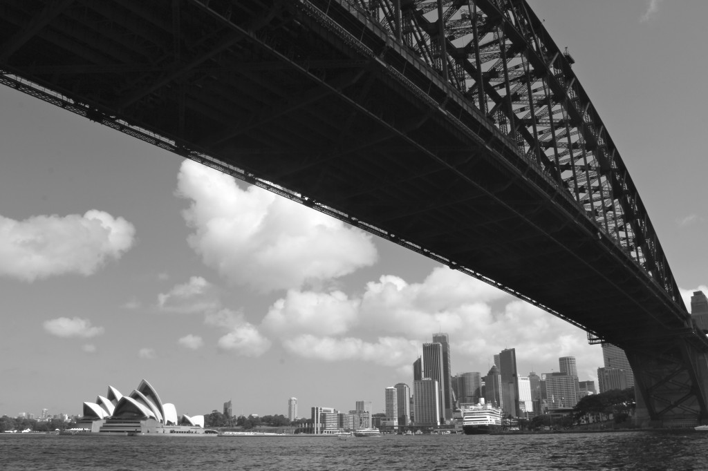 En passant en dessous de Harbour Bridge en ferry