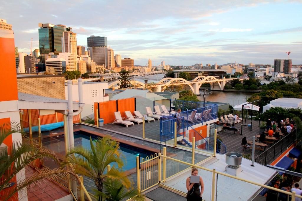 Vue sur le centre-ville de Brisbane depuis les terrasses de l'auberge de jeunesse Brisbane City Backpacker