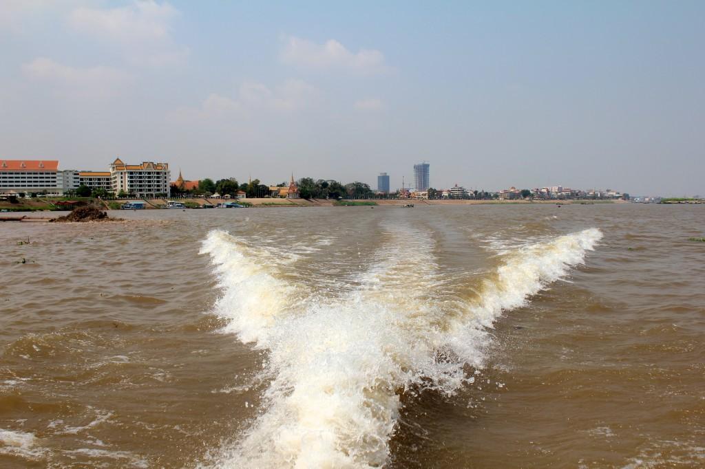 Départ en bateau de Phnom Penh pour le Vietnam