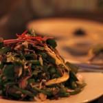 Salade de boeuf mariné et légumes frais