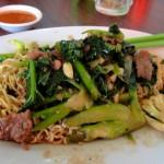 Assiette de nouilles (noodles) et ses légumes craquants