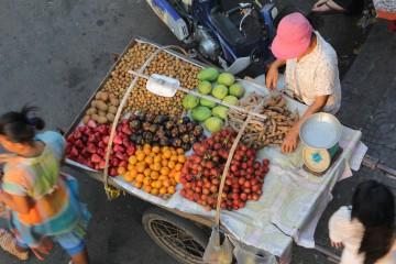 Etal de fruits à Phnom Penh