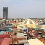 Vue sur le centre ville de la capitale cambodgienne et sur le marché central