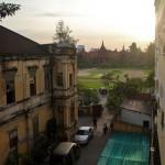 Au loin, l'incontournable musée national khmer