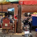 Barbier sur un trottoir de Phnom Penh