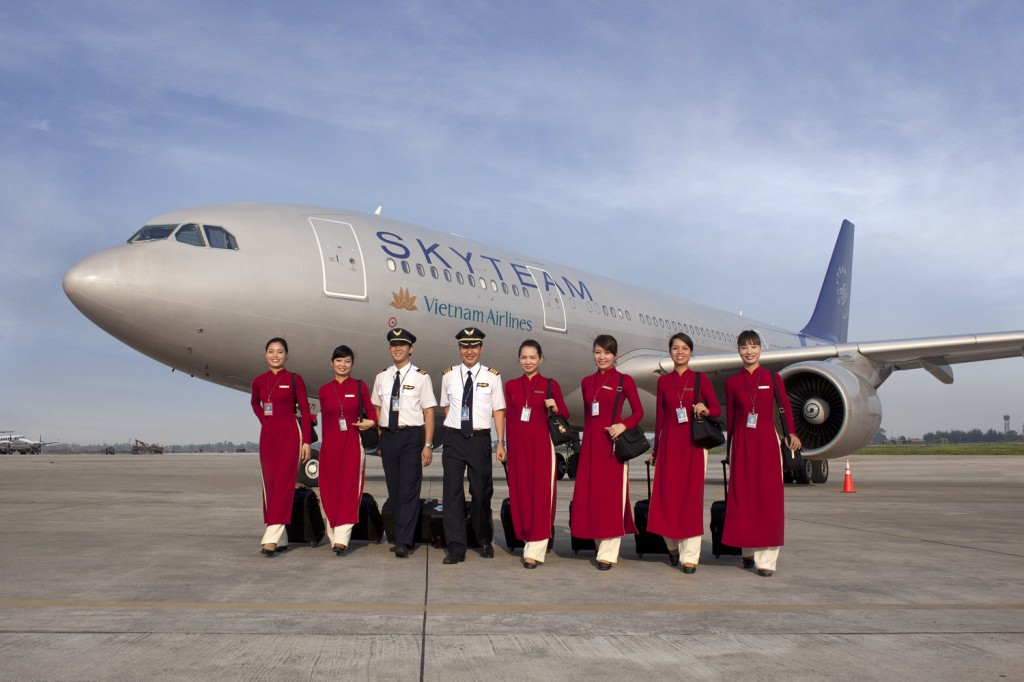 Hotesses de l'air de Vietnam Airlines en ao dai (copyright photo Air France)