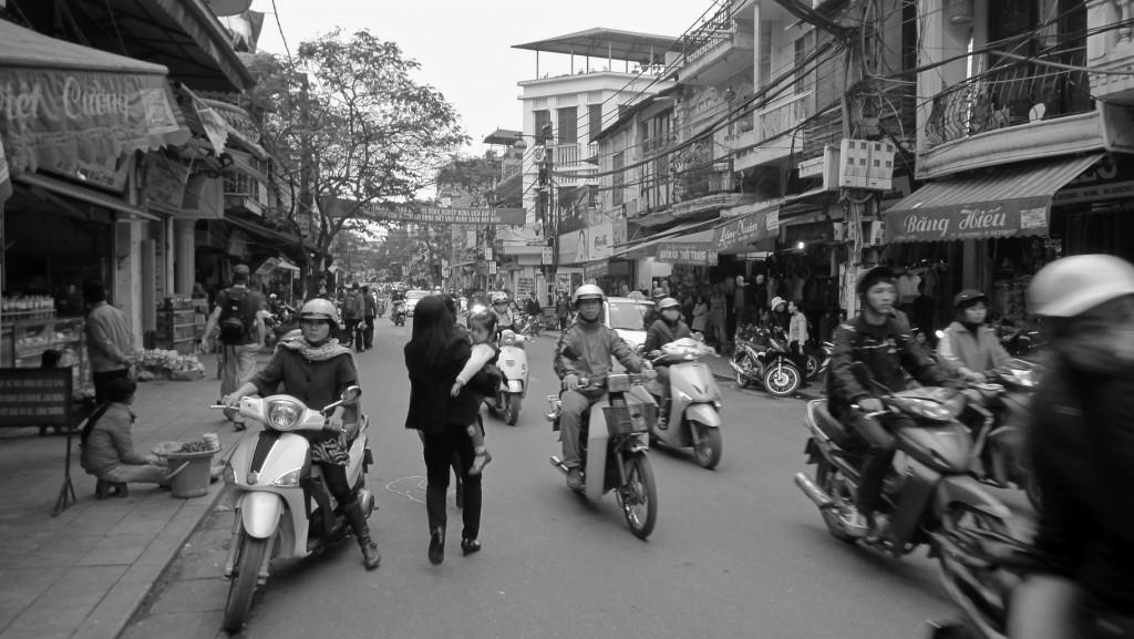 Motobikes en vrac dans les rues de Hanoï