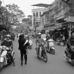Motokibes en vrac dans les rues de Hanoï