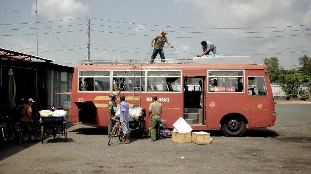 Chargement de notre bus pour aller à Rach Gia