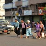 Birmans dans les rues de Yangon (Rangoon)