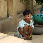 Petite fille portant maquillée de thanaka