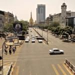 Avenue du centre de Yangon en direction de la paya Sule