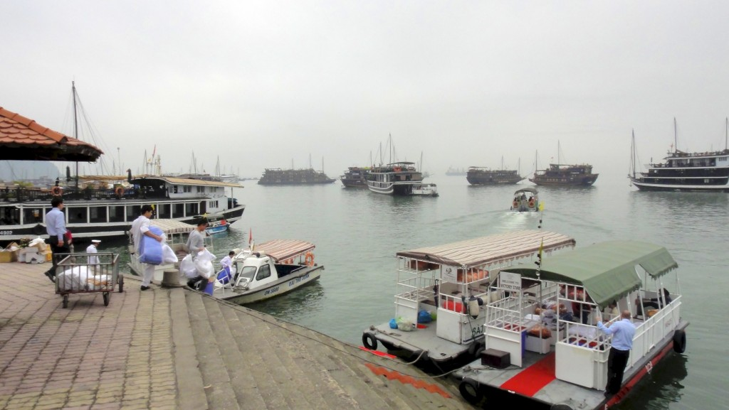 Embarquement sur la baie d'Halong