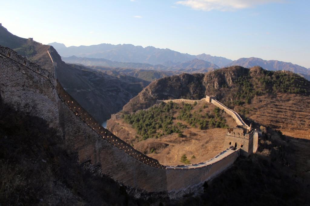 La muraille de Chine mesure en moyenne 6 à 7 mètres de haut et 4 à 5 mètres de large