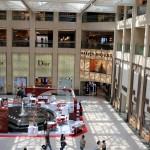 Magasins de luxes dans un des malls de Hong Kong