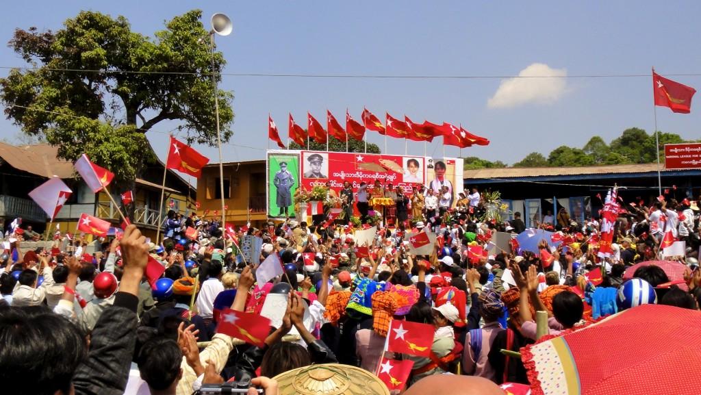 Elocution de Aung San Suu Kyi pour la campagne des législatives partielles de avril 2012