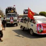 """Militants dans les rues de Kalaw venus soutenir leur idole """"The Lady"""""""