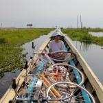 Comme les habitants, nous n'avons pas hésité à traverser le lac en vélo avec Vincent un ancien tourdumondiste rencontré à Yangon