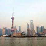Les immeubles de Pudong au coucher du soleil depuis le Bund