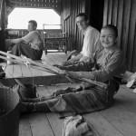 Tissage traditionnel d'un sac shan porté par de nombreux birmans