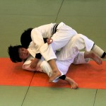 Combat acharné de deux judokas féminines