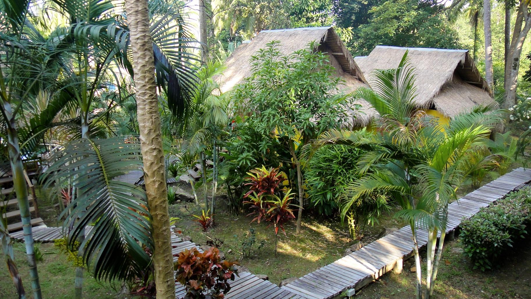 Bungalow dans le jardin de little eden pr s de lonely beach for Planificateur jardin