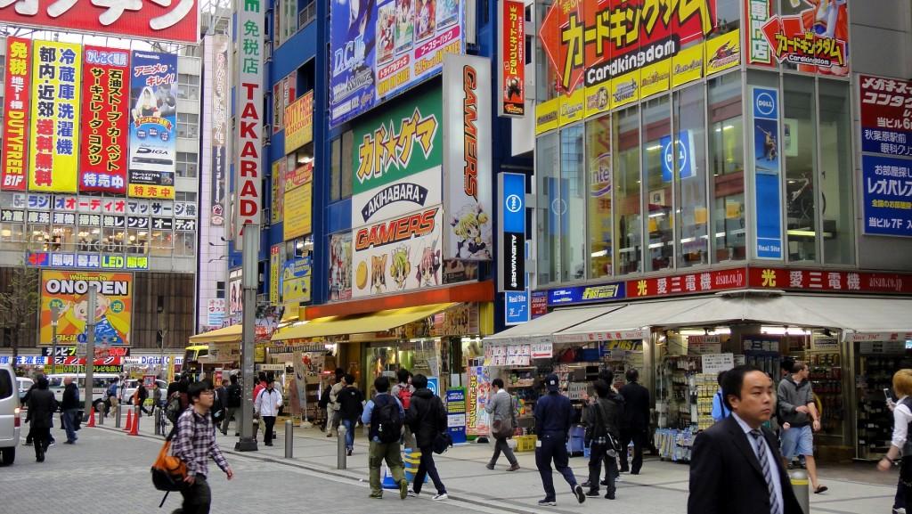 Quartier Akihabara (surnommé électrique town) à Tokyo avec ses cybercafés et ses otakus