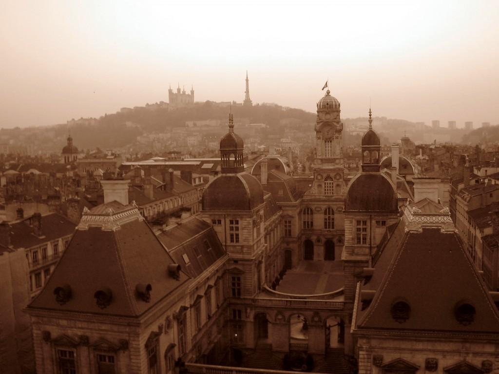Vue sur la colline de Fourvière depuis l'opéra