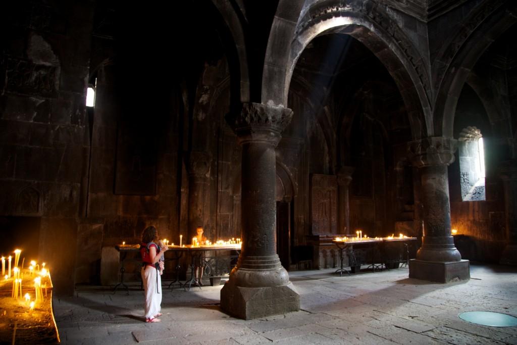 Intérieur du monastère de Geghard