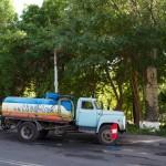 Camion citerne croisé dans une rue de Erevan