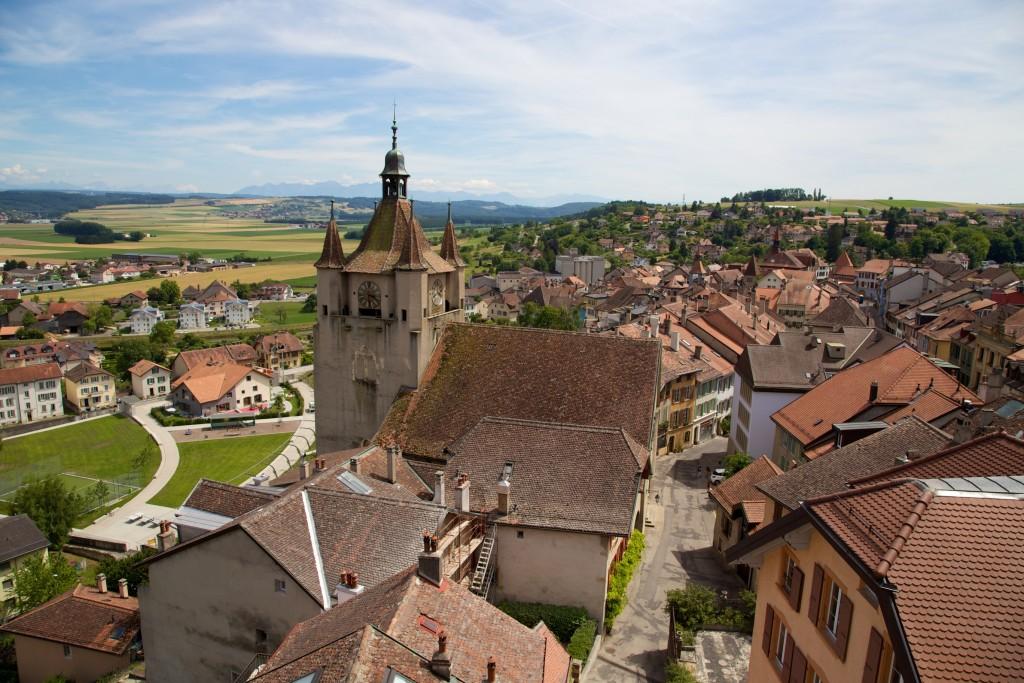 Vue sur les toits du village médiéval de Orbe dans le canton de Vaud