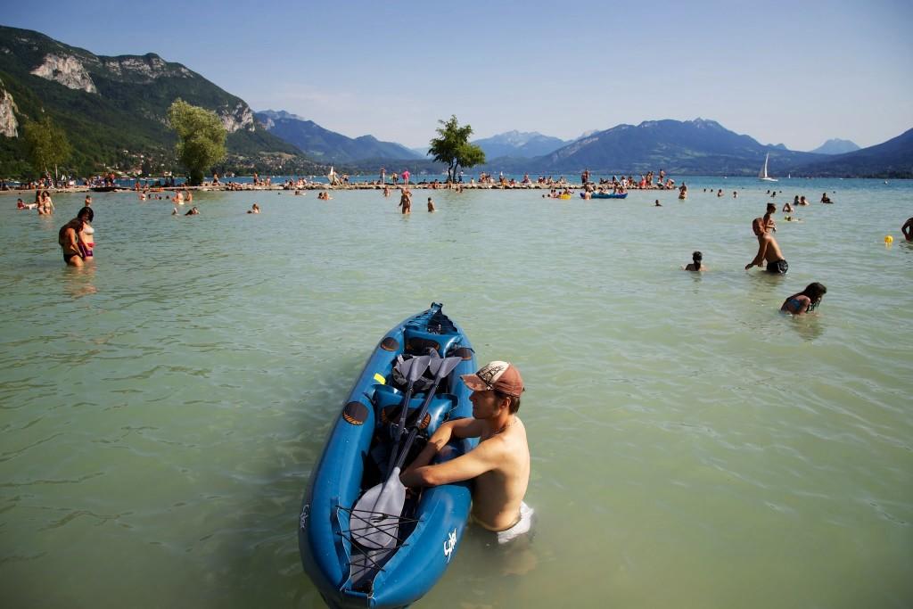 Excursion en canoë gonflable sur le lac d'Annecy
