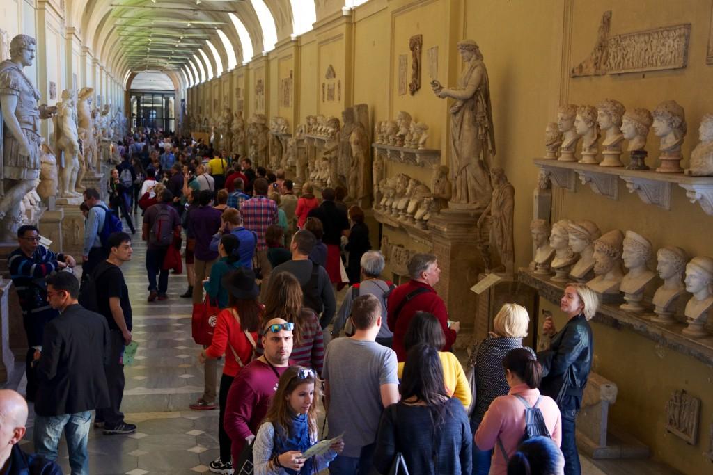 Petit embouteillage pour atteindre la chapelle Sixtine dans les musées du Vatican