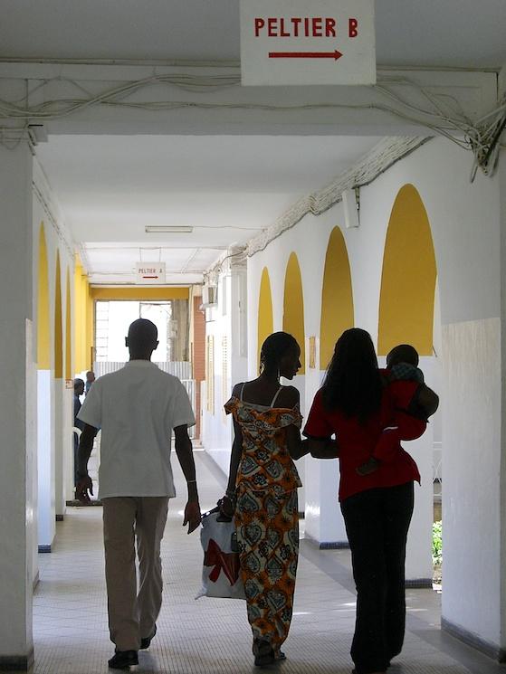 Couloir d'un hôpital à Dakar