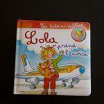 Lola prend l'avion