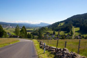 Bienvenue dans la bucolique vallée de Joux en Suisse