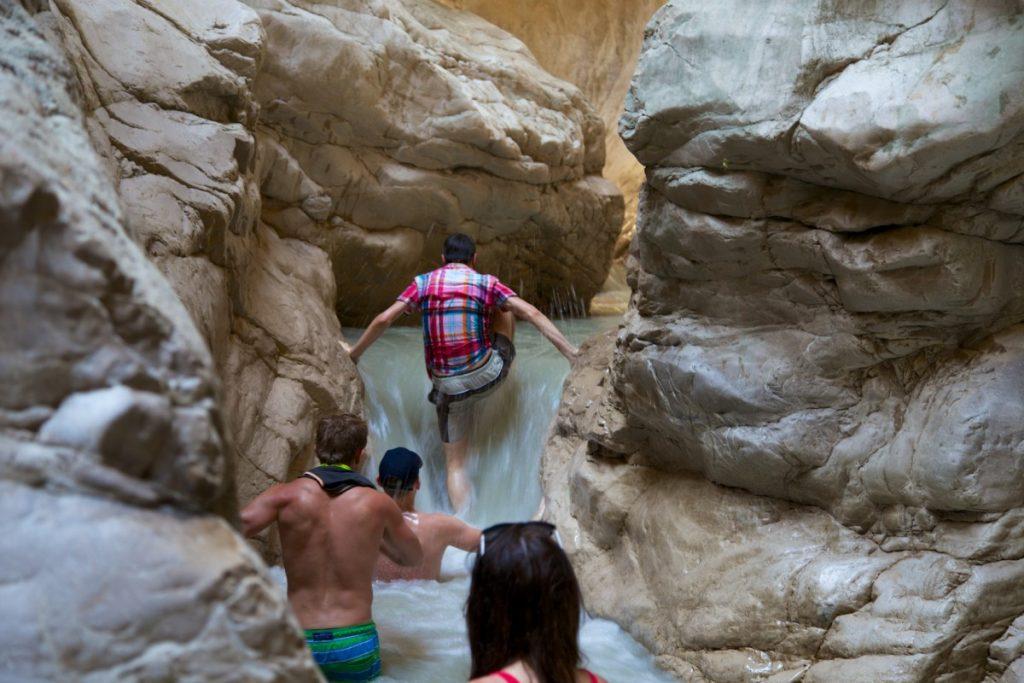 Escalade d'un petite cascade dans le courant du mois de juin dans les gorges de Au coeur des gorges de Saklikent