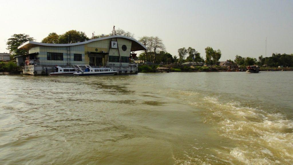 Poste de frontière sur le Mékong entre le Cambodge et le Vietnam