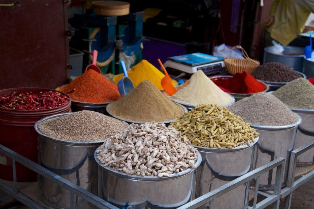 Etale d'épices, de céréales et de légumineux