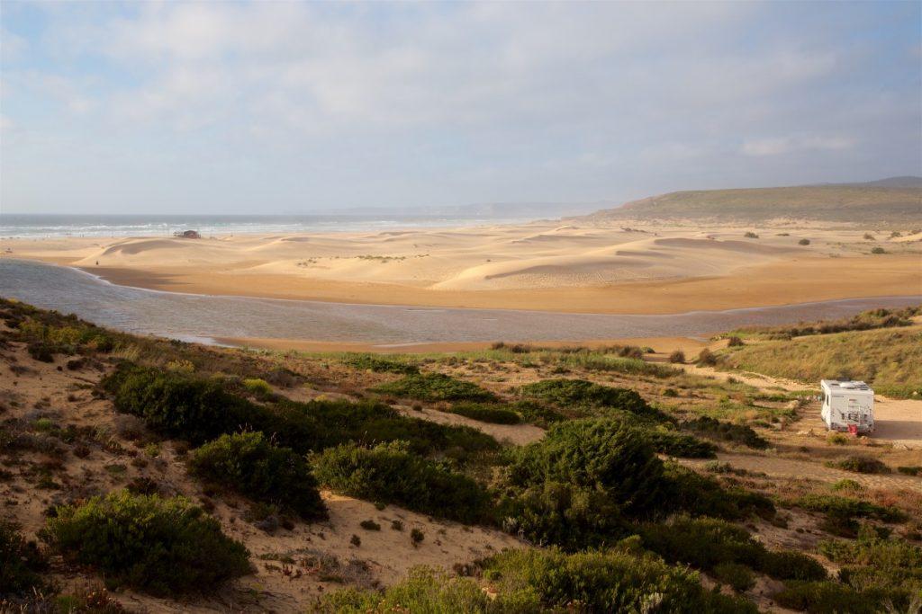Camping-car sauvage aux abords de la magnifique plage de Carrapateira