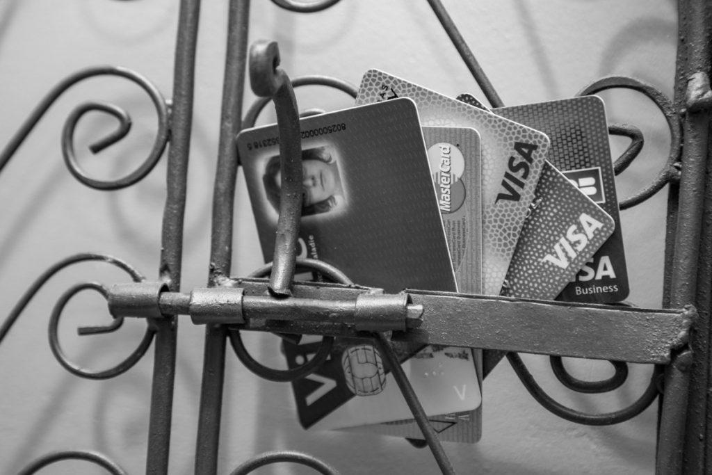 Sécu, IMA, cartes bancaires... un vrai casse-tête à résoudre avant de partir en voyage