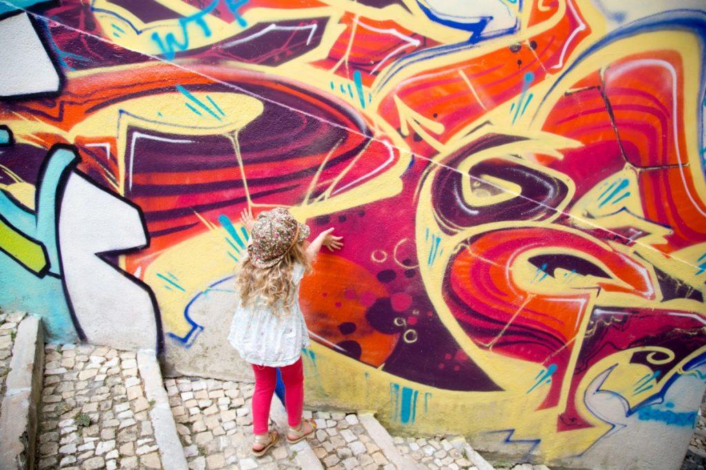 Street-art dans les ruelles de Lisbonne