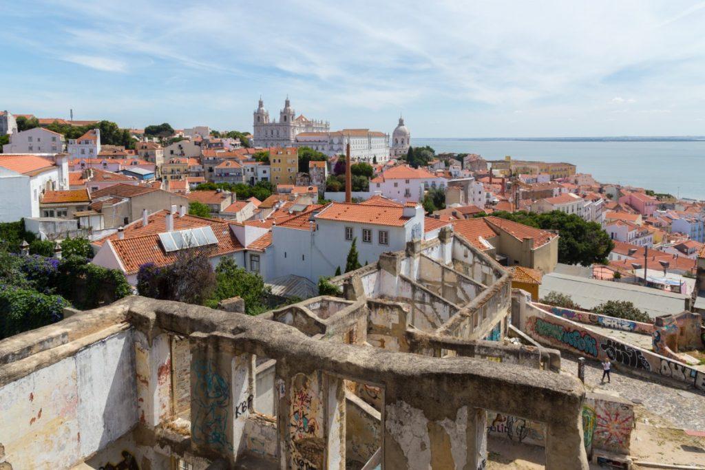 Miradouro do Recolhimento : au loin le couvent Saint Vincent