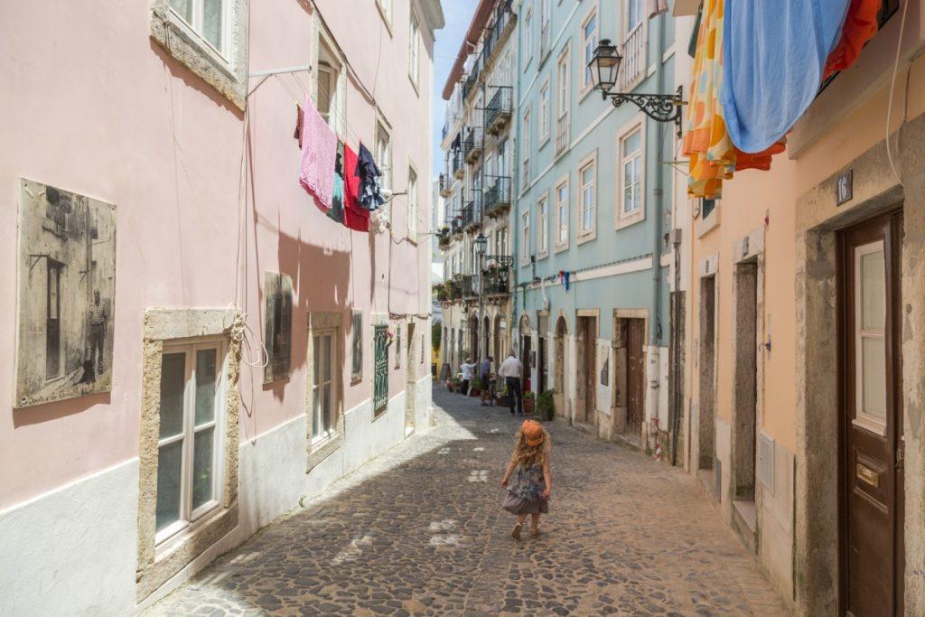 Beco das Farinhas et la place Largo dos Trigueiros à deux pas du château de Lisbonne