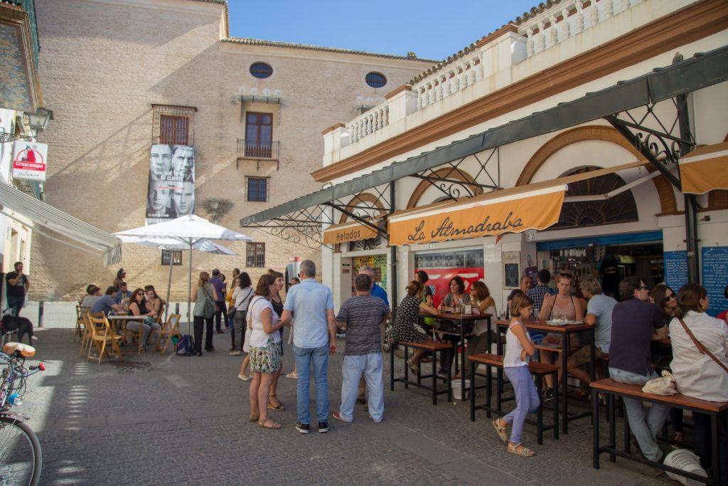 Déjeuner au vieux marché de la rue Féria
