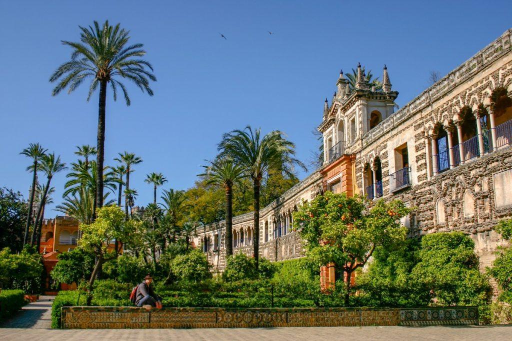 Dans les jardins du palais de l'Alcazar à Séville