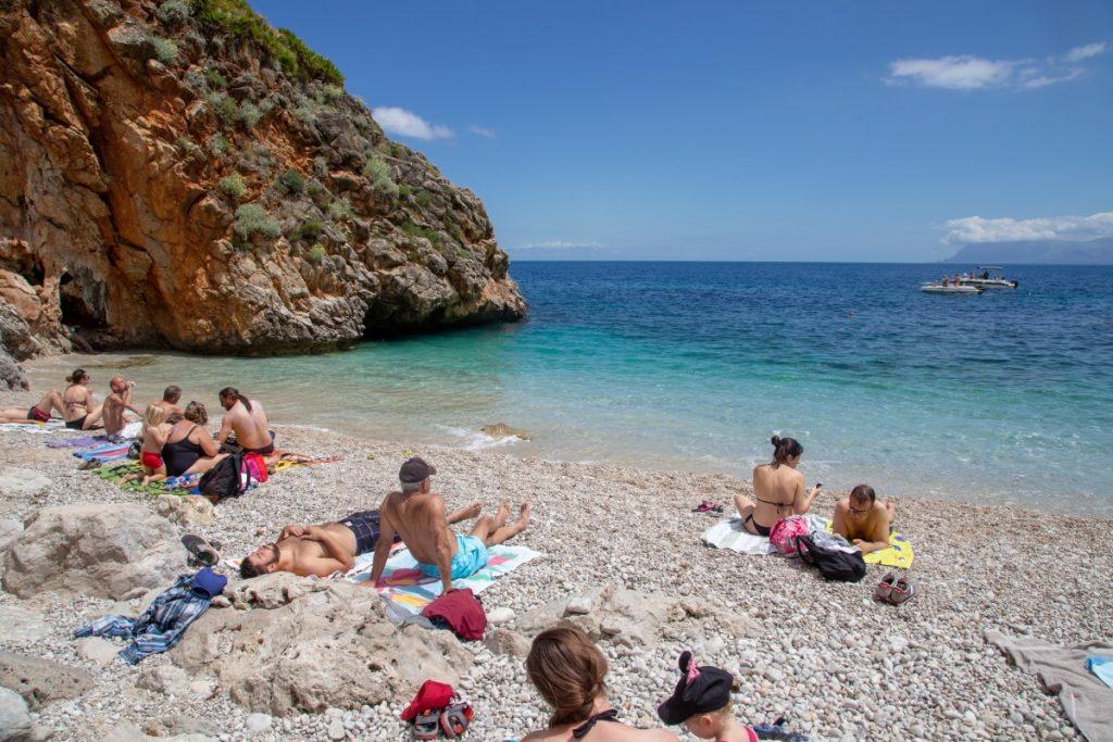 Petites plages de la réserve du Zingaro bien convoitées