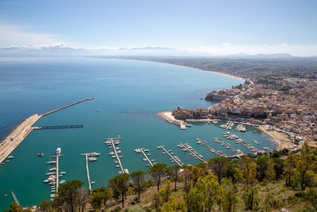 Belvédère au dessus de Castellammare del Golfo en Sicile