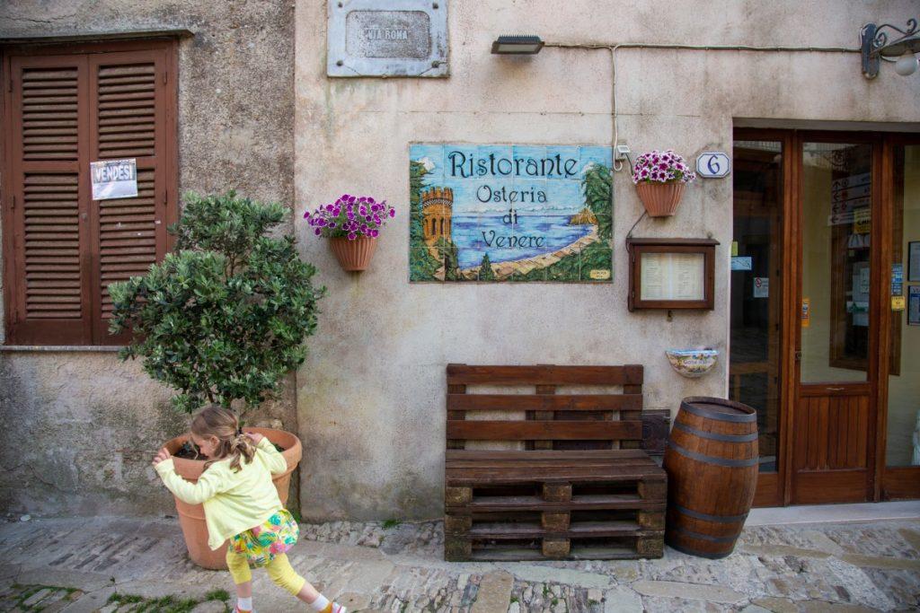 Profiter de la gastronomie sicilienne dans les petits restaurants d'Erice