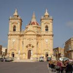 L'église et la place du village de Xaghra à Gozo